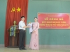 14._Thay Du (dai dien Dang uy) tang hoa chuc mung - DSC_9844