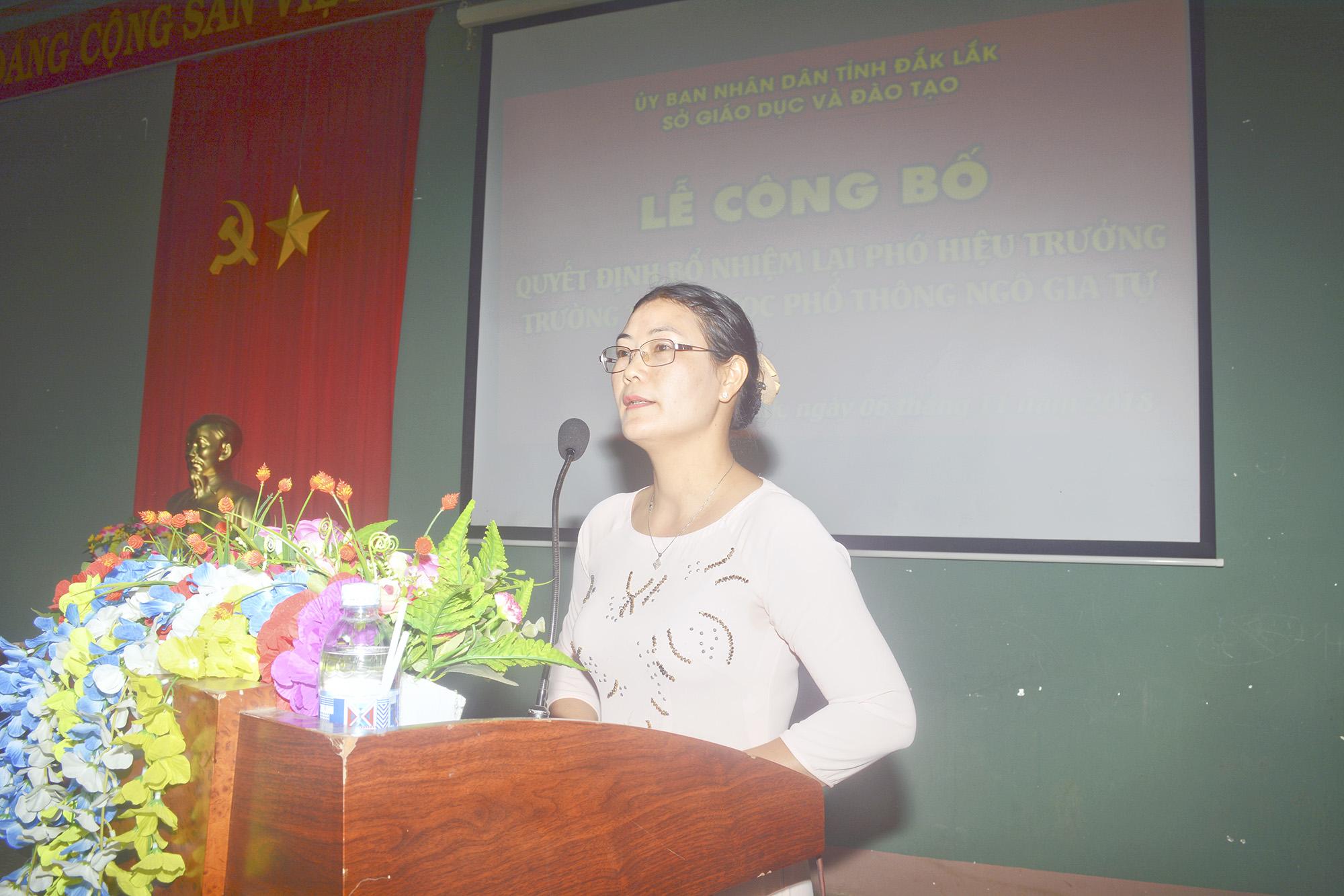 Cô Phạm Thị Dinh phát biểu nhận nhiệm vụ và cảm ơn