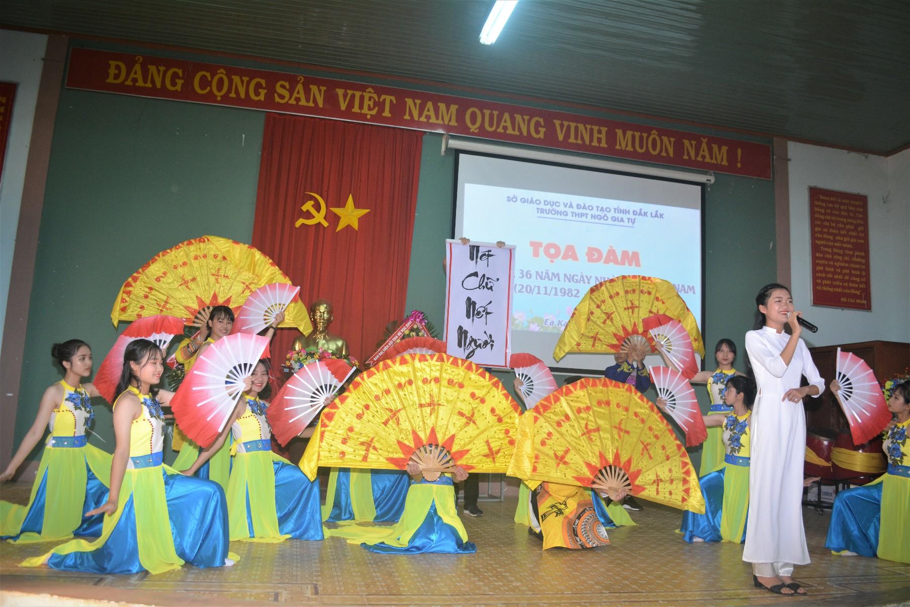 Văn nghệ chào mừng ngày Nhà giáo Việt Nam 20-11